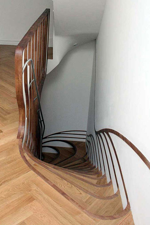 乱套的木头楼梯设计