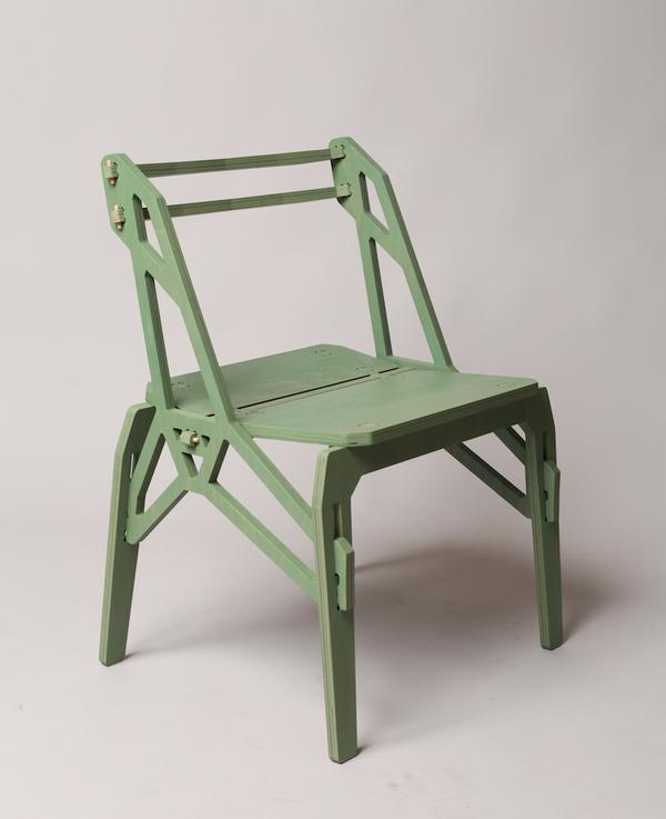 bulagarian设计师konstantin achkov最近在gallery alma mater展出了他设计的frame chairs,这件产品在sofia design week期间举办的mortise & tenon展览上展出。这个椅子在形态的设计上受到了传统框架结构风格的影响,其中最著名的例子就是埃菲尔铁塔。特殊的侧边结构形成了椅子的底座,所有结构部件都只由连接件连接,没有使用任何粘合剂,钉子或螺栓。构件都是用18mm的榉木胶合板制作,用CNC数控机床切割的。