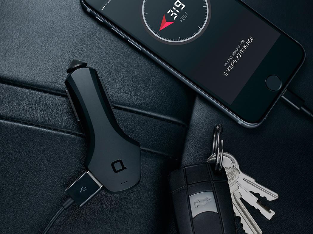 由Junik Design设计的ZUS智能车充,Y造型,提供2个USB输出口,插入到点烟器后,3个呼吸灯会亮起。它智能的地方在于带有定位功能,只需安装zus的app,连接上就可以指引你找到车的停放位置。