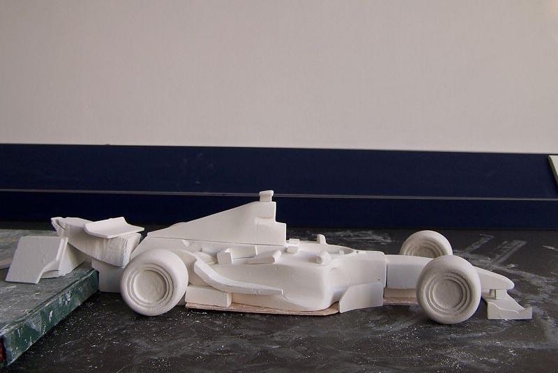 按制作材料区分,模型制作通常包括:油泥,黏土,玻璃钢,abs,石膏,泡沫